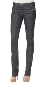 Slim cut jeans with high-placed back pockets can add some voom to your bum bum!